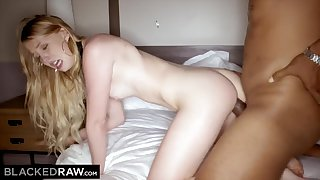 Hulking Ebony Dong Makes White Dame Scream In The Hotel